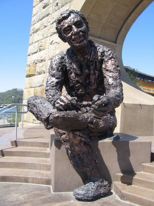 Mister rogers statue